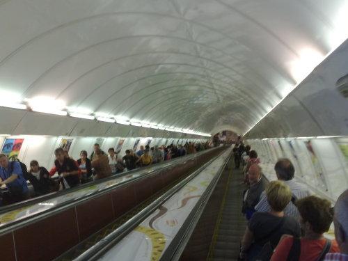 Įamžindami įspūdingo statumo laiptus į Prahos metro dar nenuotokėme, kas mūsų laukia jų apačioje