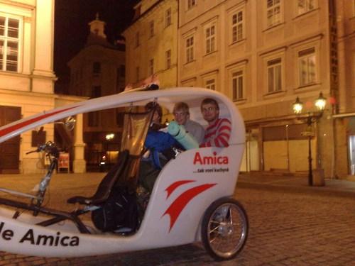 Naktinė kelionė velomobiliu Prahos senamiestyje