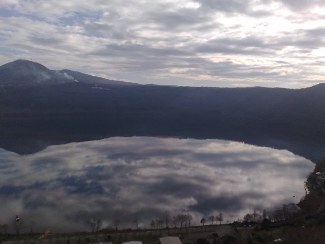 Vulkaninės kilmės ežeras netoli Romos